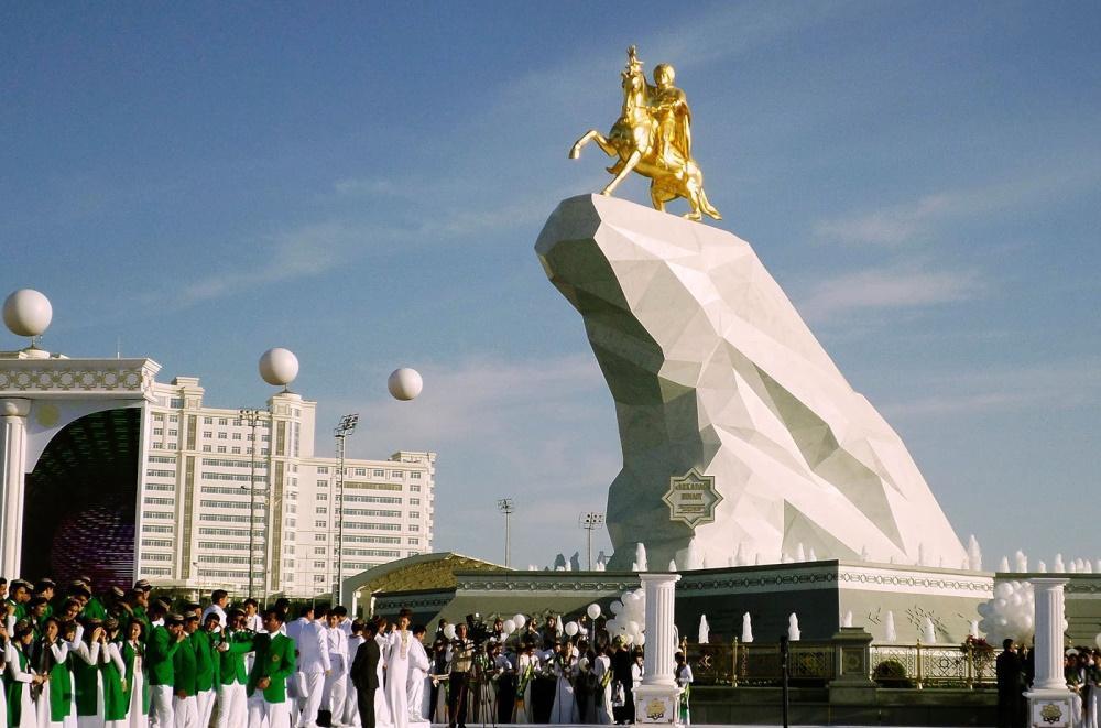 Μόνο ο… Βουκεφάλας λείπει από το σημερινό Τουρκμενιστάν