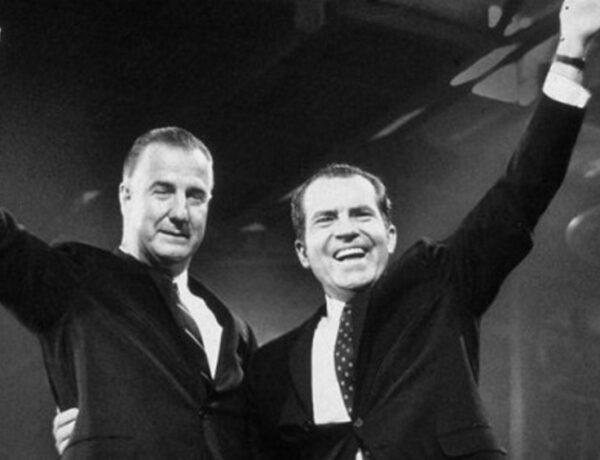 Ο Ελληνας αντιπρόεδρος των ΗΠΑ που μας έκανε να ντρεπόμαστε