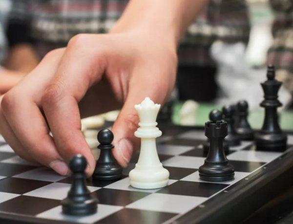 Cosmote TV και Super League. Παιχνίδι σκακιέρας