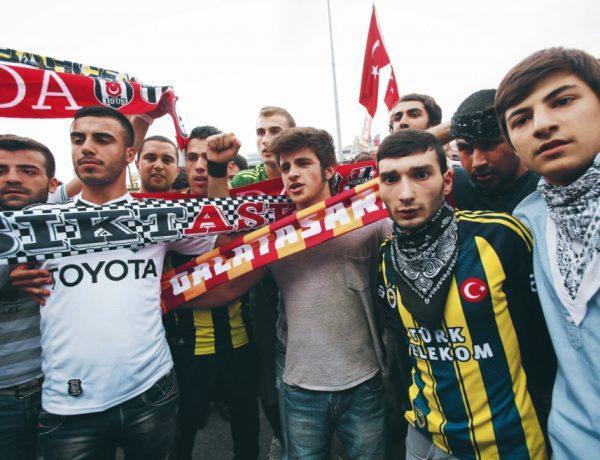 İstanbul birlesik. Οι οπαδοί, στην Τουρκία, ενωμένοι!