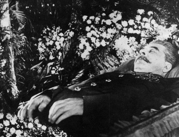 Όταν η σωρός του Στάλιν βγήκε εκτός τειχών…