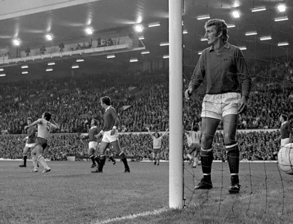 1971. Όταν η Μάντσεστερ Γιουνάιτεντ έπαιξε ως γηπεδούχος… στο «Ανφιλντ»